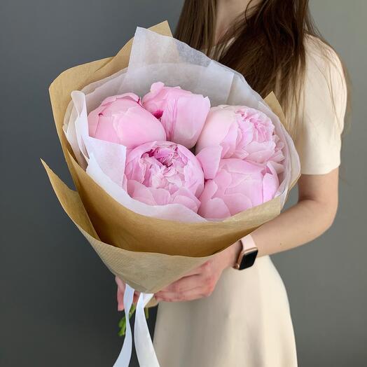 Моно розовые пионы