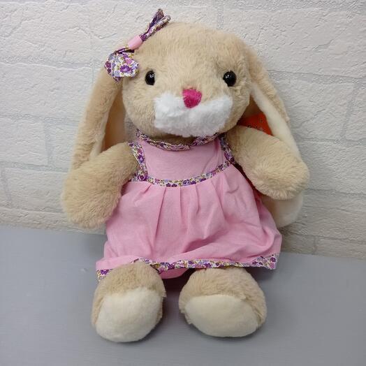 Зайка в розовом платье
