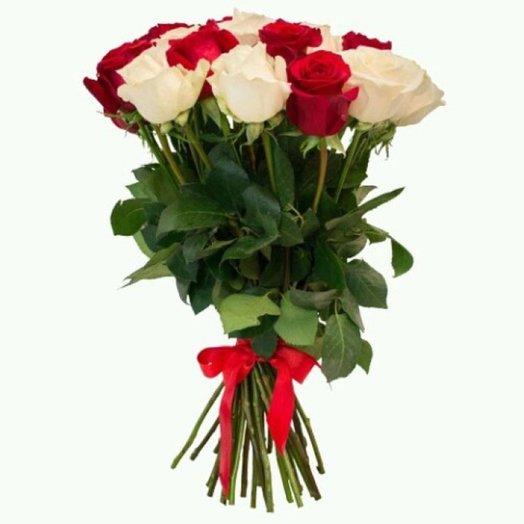 Букет из красных и белых роз 19шт: букеты цветов на заказ Flowwow