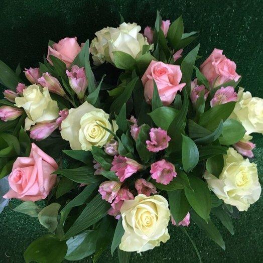 Нежность с розами: букеты цветов на заказ Flowwow