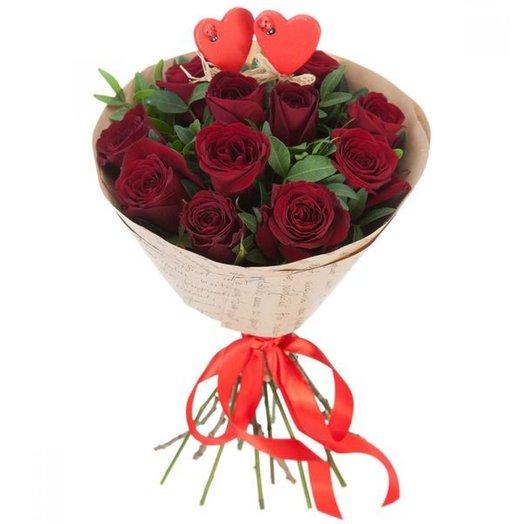"Букет красных роз ""Влюбленные"": букеты цветов на заказ Flowwow"