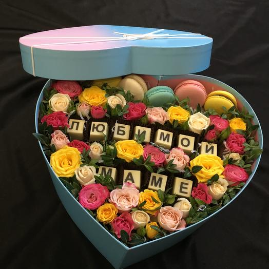 """Коробка с цветами и сладостями """"Любимой маме"""": букеты цветов на заказ Flowwow"""