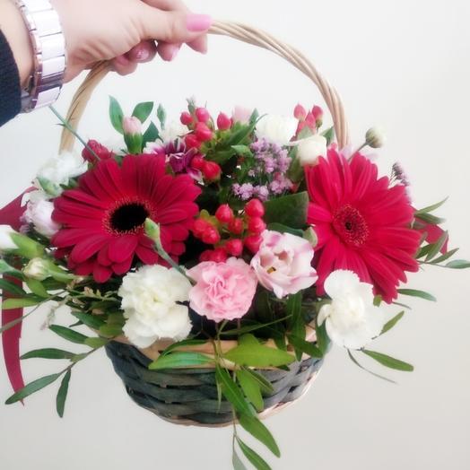 Корзинка с ягодами: букеты цветов на заказ Flowwow