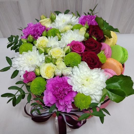 Цветы и сладости в коробке: букеты цветов на заказ Flowwow