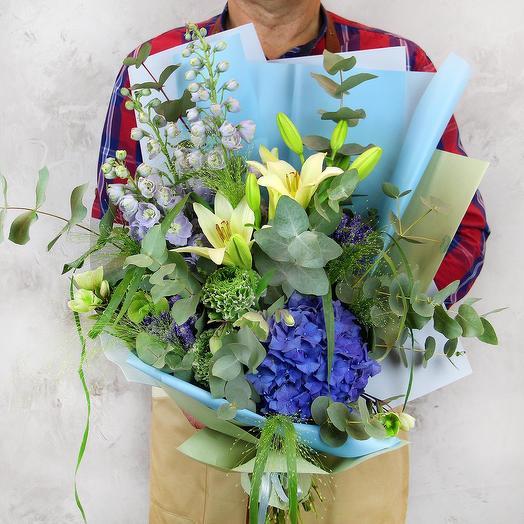 Букет из гортензии и дельфиниума - Голубая лагуна: букеты цветов на заказ Flowwow