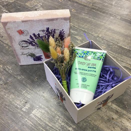 Крем для рук в подарочной коробке: букеты цветов на заказ Flowwow