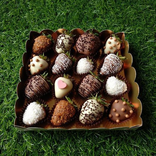 Набор «Клубника в шоколаде» подарочная коробочка на 16 шт: букеты цветов на заказ Flowwow
