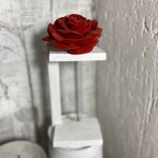 Роза из воска в стойке