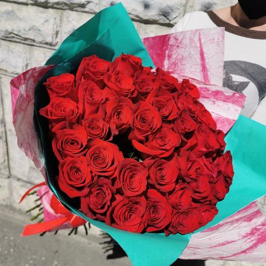 35 роз в крафте