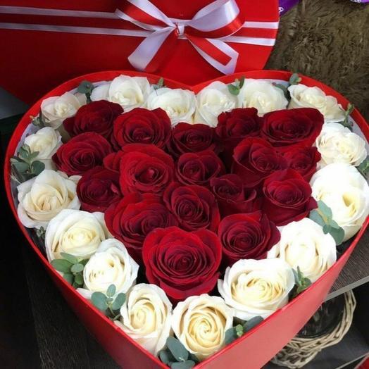 Цветы в коробке Роза с эвкалиптом