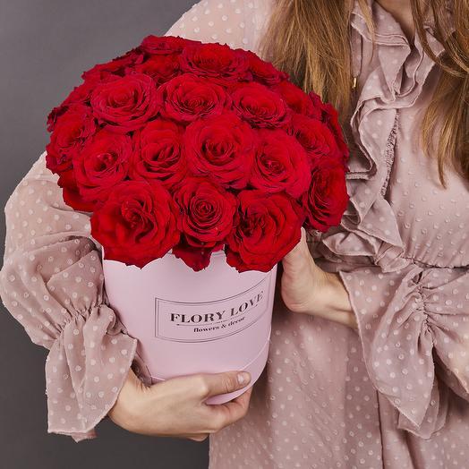 25 красных роз небольших в шляпной коробоке