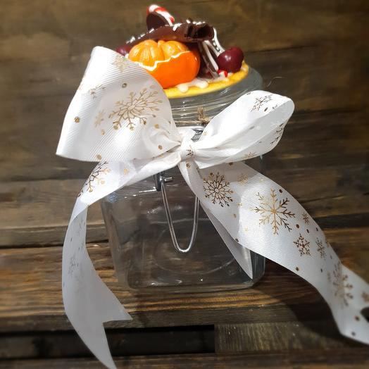 Баночка с мандарином и сладостями