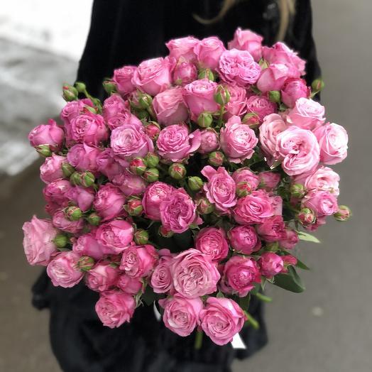Букет из яркой садовой пионовидной розы
