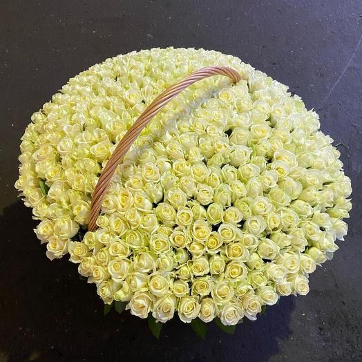 Корзина с цветами из 301 белой розы