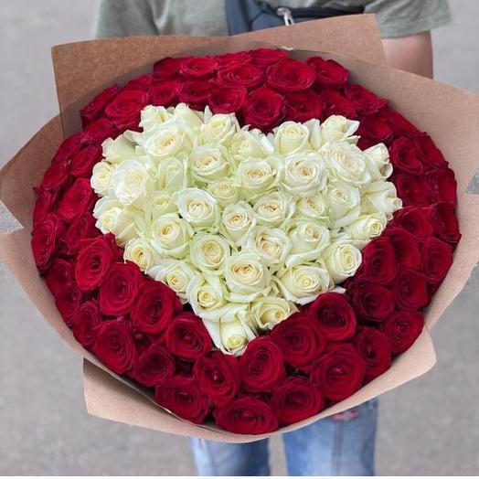 Букет сердце из 101 красной и белой розы