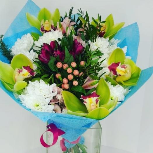 Букет с орхидеей