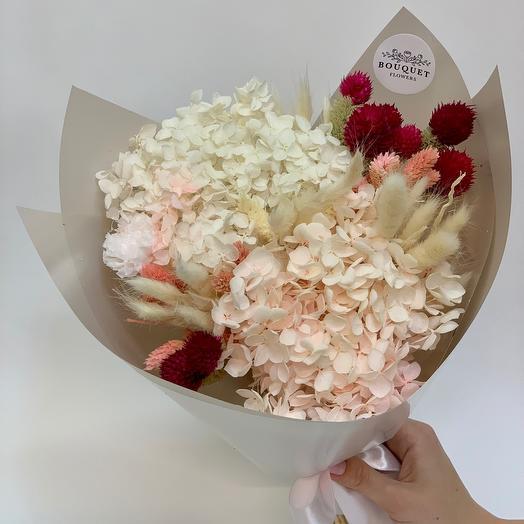 Букет из стабилизированных цветов и сухоцветов