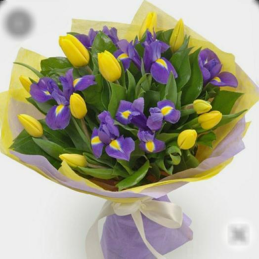 Ирисы с тюльпанами
