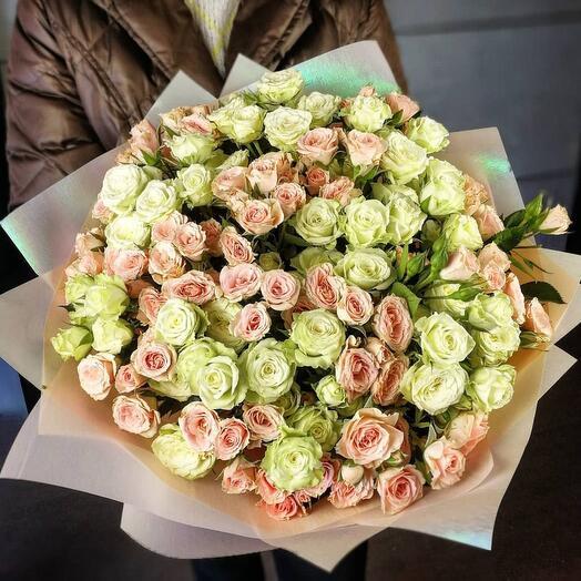 Моно букет из кустовых роз