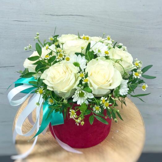 Розы Мондиаль с ромашками