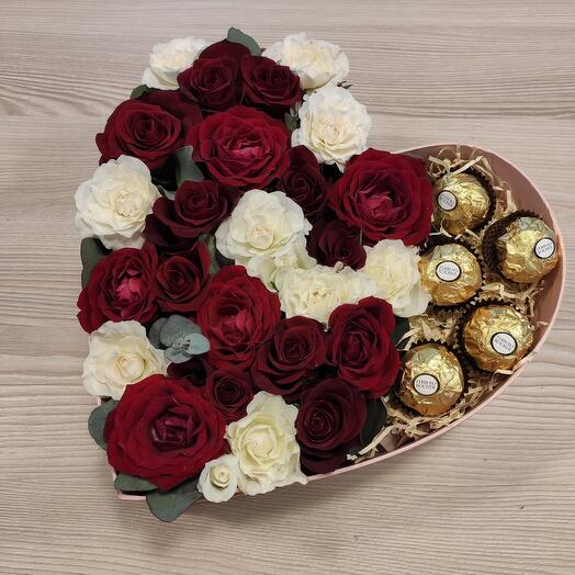 Сердце с цветами и конфетами