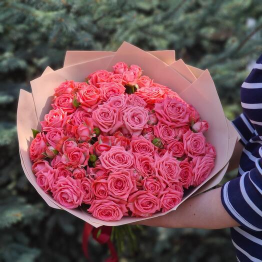 Flowers Lowers - 25 кустовых роз в оформлении