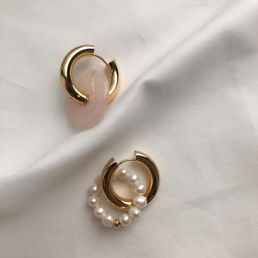 Серьги - кольца Leda hoops жемчуг   розовый кварц ring
