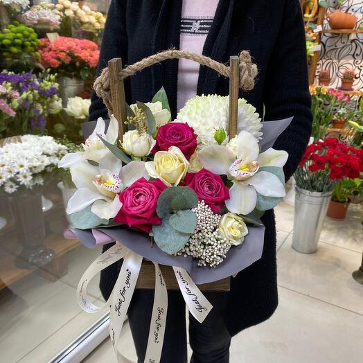 Ящик с красивыми цветами 🌺