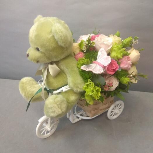 Мишка с цветами