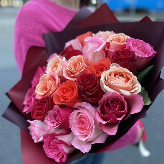 25 роз микс в оформлении