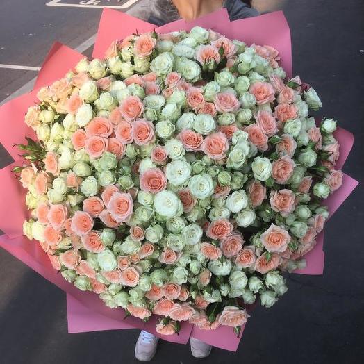 Букет из 101 разноцветной кустовой розы 60 см: букеты цветов на заказ Flowwow
