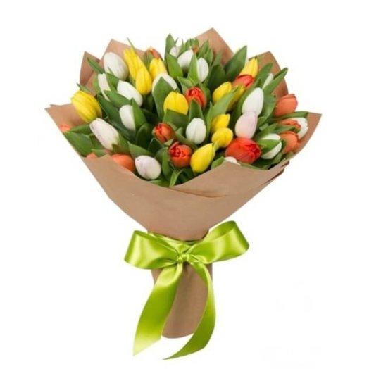 49 тюльпанов в крафт-бумаге
