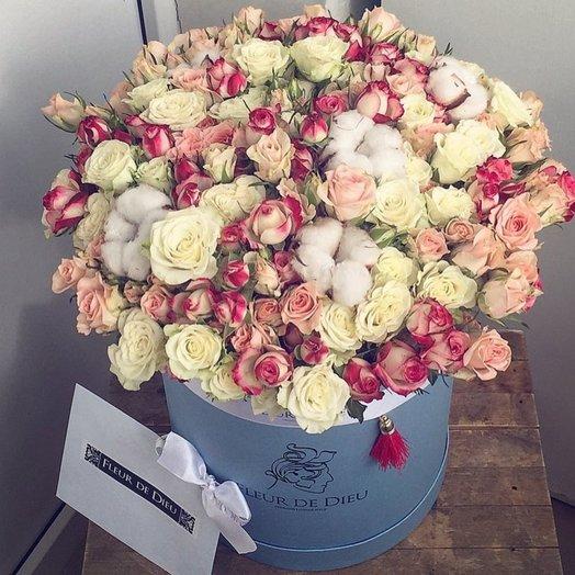 БУКЕТ В КОРОБКЕ КУСТОВАЯ РОЗА ХЛОПОК: букеты цветов на заказ Flowwow