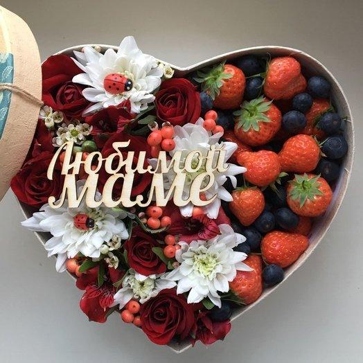 Коробочка с ягодами и топпером