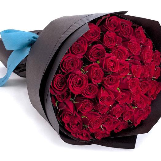 Стильный букет из 51 красной розы: букеты цветов на заказ Flowwow