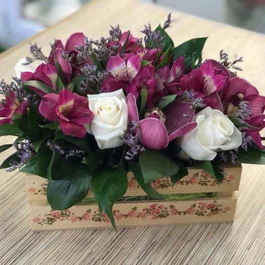 Декоративный ящик с орхидеями и альстромериями