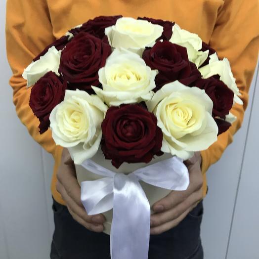 Микс из 19 роз в шляпной коробочке: букеты цветов на заказ Flowwow