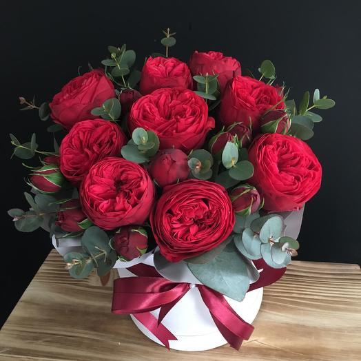 Пионовидная роза с эвкалиптом: букеты цветов на заказ Flowwow