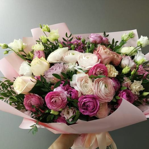 Большой букет с ранункулюсами и розами: букеты цветов на заказ Flowwow