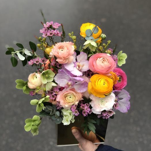 Композиция с ранункулюсами и орхидеями: букеты цветов на заказ Flowwow