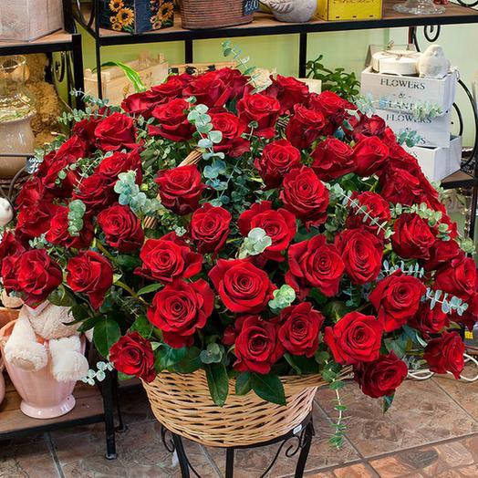"Корзина из красных роз ""Розаприма"" (51, 101, 151): букеты цветов на заказ Flowwow"