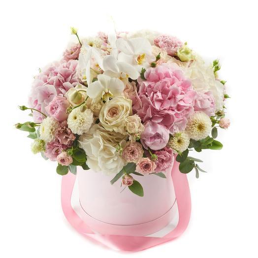 Романтичный букет цветов в шляпной коробке: букеты цветов на заказ Flowwow