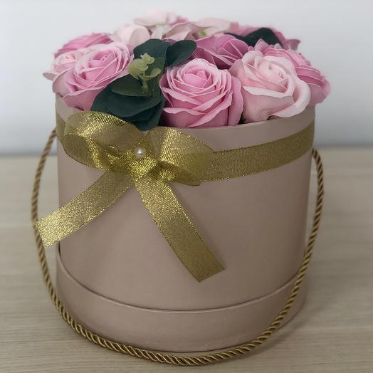 Букет из мыльных роз в шляпной коробке: букеты цветов на заказ Flowwow