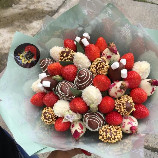 A BOUQUET OF STRAWBERRIES FOR FEBRUARY 14
