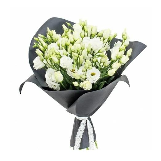 Букет из белого лизиантуса в стильной упаковке: букеты цветов на заказ Flowwow