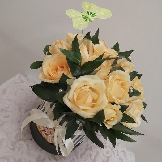 Шляпная коробочка, с розами: букеты цветов на заказ Flowwow