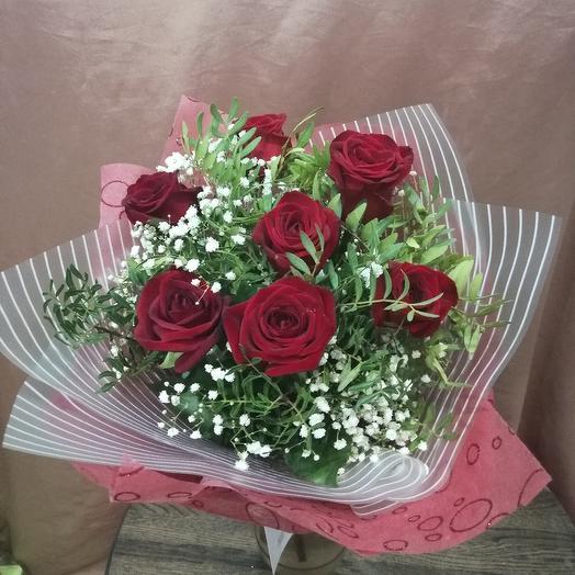 Классический букет из бордовых роз и зелени: букеты цветов на заказ Flowwow
