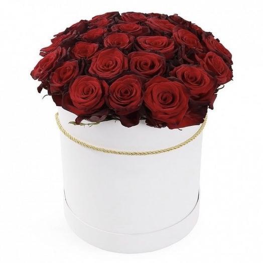 23 ароматные розы в коробке
