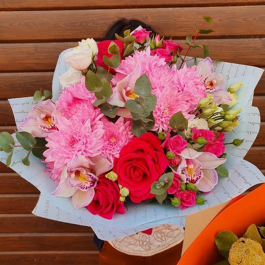 Сборный букет розовых оттенков