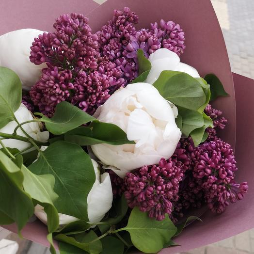 Аромат весны, пионы и сирень: букеты цветов на заказ Flowwow